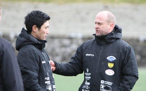 Trond Helge Erland og Sigbjørn Tysvær hadde mye å snakke om under og etter kampen.