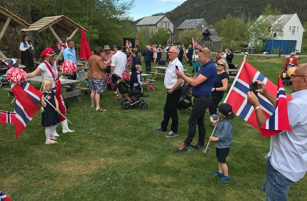 Mange feiret 17. mai på Borgøy. Foto: Aashild Hettervik