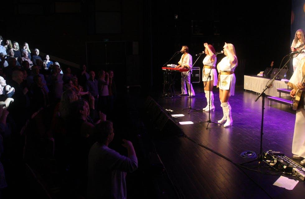 ABBA 1974 hadde full kontroll på sitt publikum og laget fest i tysværtunet. Foto: Alf-Einar Kvalavåg