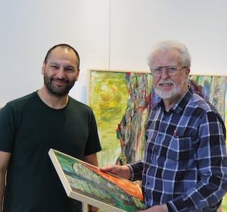 Axel Rios og Olav Nygaard førebur seg til opning av utstilling kommande laurdag. Foto: Ingvild R. Myklebust