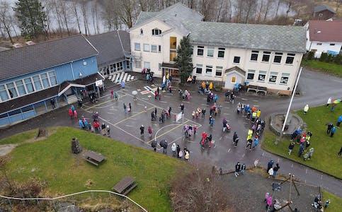 Dei hadde sett eit tak på 200 personar under protestaksjonen på Førland i helga. Det møtte opp enda fleire, og dei måtte sendast heim.  Foto: Lars Johannes Liknes