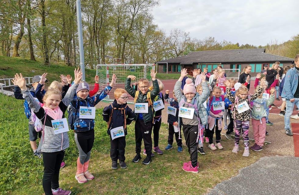 1. trinn på Tysværvåg barne- og ungdomsskule var med å samla inn pengar til Barnekreftforeininga.