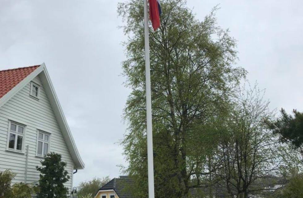 Flagget til topps i Tysværvåg. På nytt skal bygda sende ut en utøver til de olympiske leker.