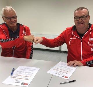 Johan Rokstad (t.v) kunne i dag presentere Jesper Gøran Svensson som ny A-lagstrener for Haugaland Håndballklubb. foto: HHK