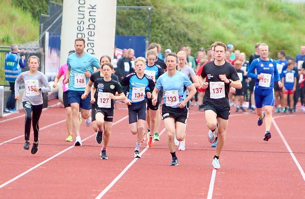 Emma Apeland Rinde (t.v.) og Johannes Havn (t.h.) var raskest på 5-kilometeren. Foto: Alf-Einar Kvalavåg