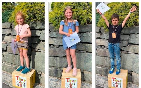 Arya, Mathilde og Tarjei var blant ungane som deltok og fekk medalje og diplom.  Foto: privat