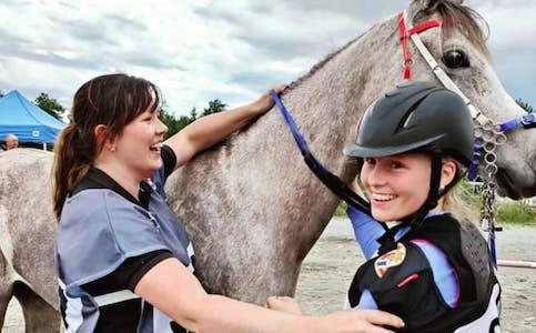 Ellen Annette Mogensen Eidsvåg, Julia Amélie Mølstre og hesten Kashmir vant Nannestadrittet. Foto: Stakland Endurance