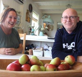 Tone Toft og Geir Søderlund kjøpte et «tun med potensiale». Etter fire års energisk arbeid viser potensialet seg.  Foto: Marit Tvedt