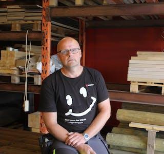 Møbelsnekkar Lars Andreas Vik har drive Vik Snekkerverksted sidan 1997.