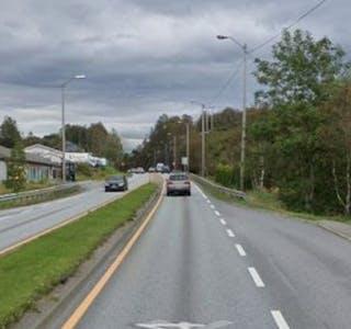 Fra Frakkagjerd til Aksdal på E134 blir det nye veglys.