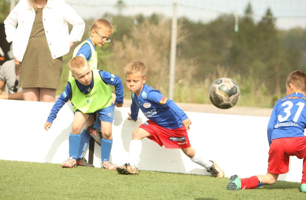 Norsk Tipping gir helie sitt overskot til samfunnsnyttige føremål. Mellom anna slik at barn og unge kan spele fotball.