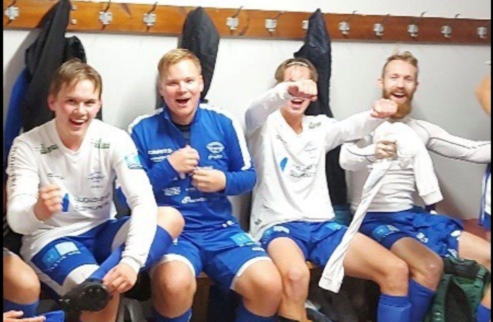 God stemning i Falkeid-garderoben etter 3-2 mot Stega 2. Foto: FIL
