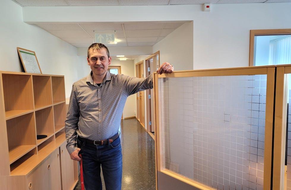 Bengt Krystad er leiar av NAV i Tysvær. Han er glad for at stadig fleire får hjelp ved kontoret i Aksdal.